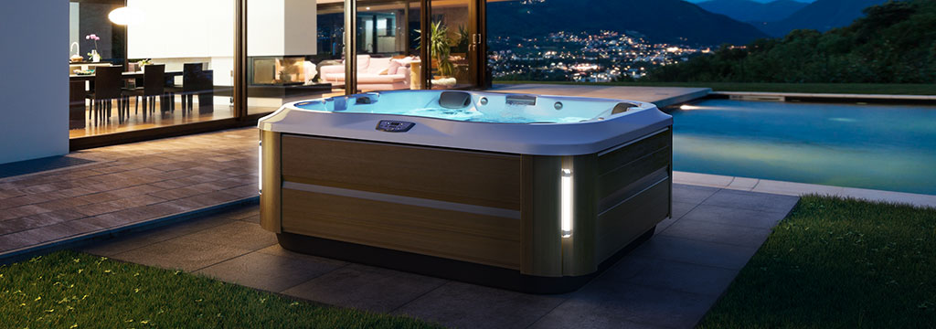 j-335-hot-tub-header-2018