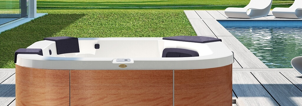Delfi-Hot-Tub-Garden_header